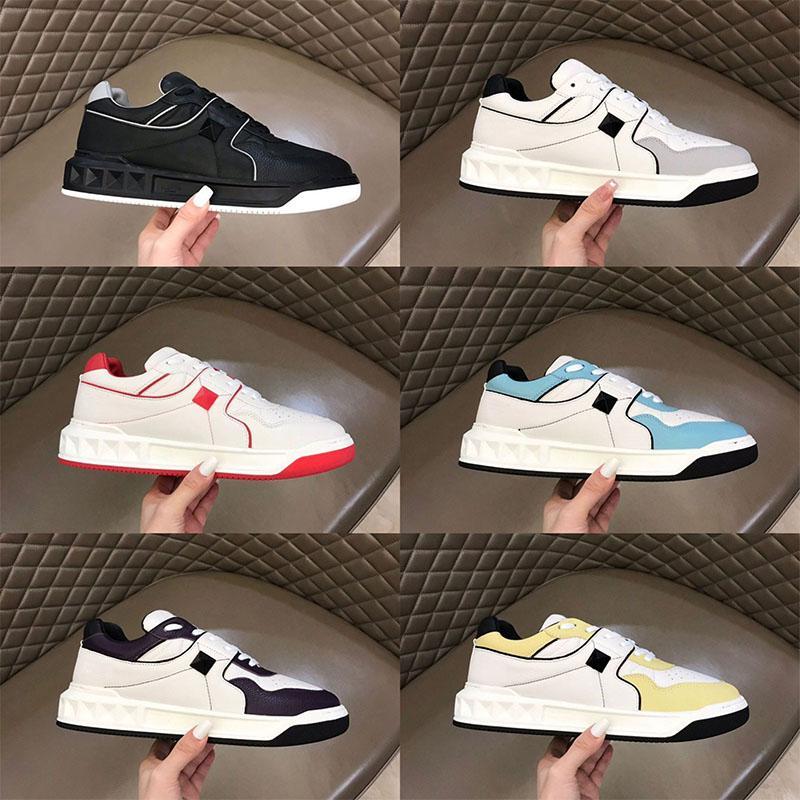 Moda Homens Luxurys Designers Sapatos Genuíno Garanhão De Couro Rebite Sneaker Bottoms Bottoms Low Top Quality Flats Casual Homens Treinadores Tamanho 38-45