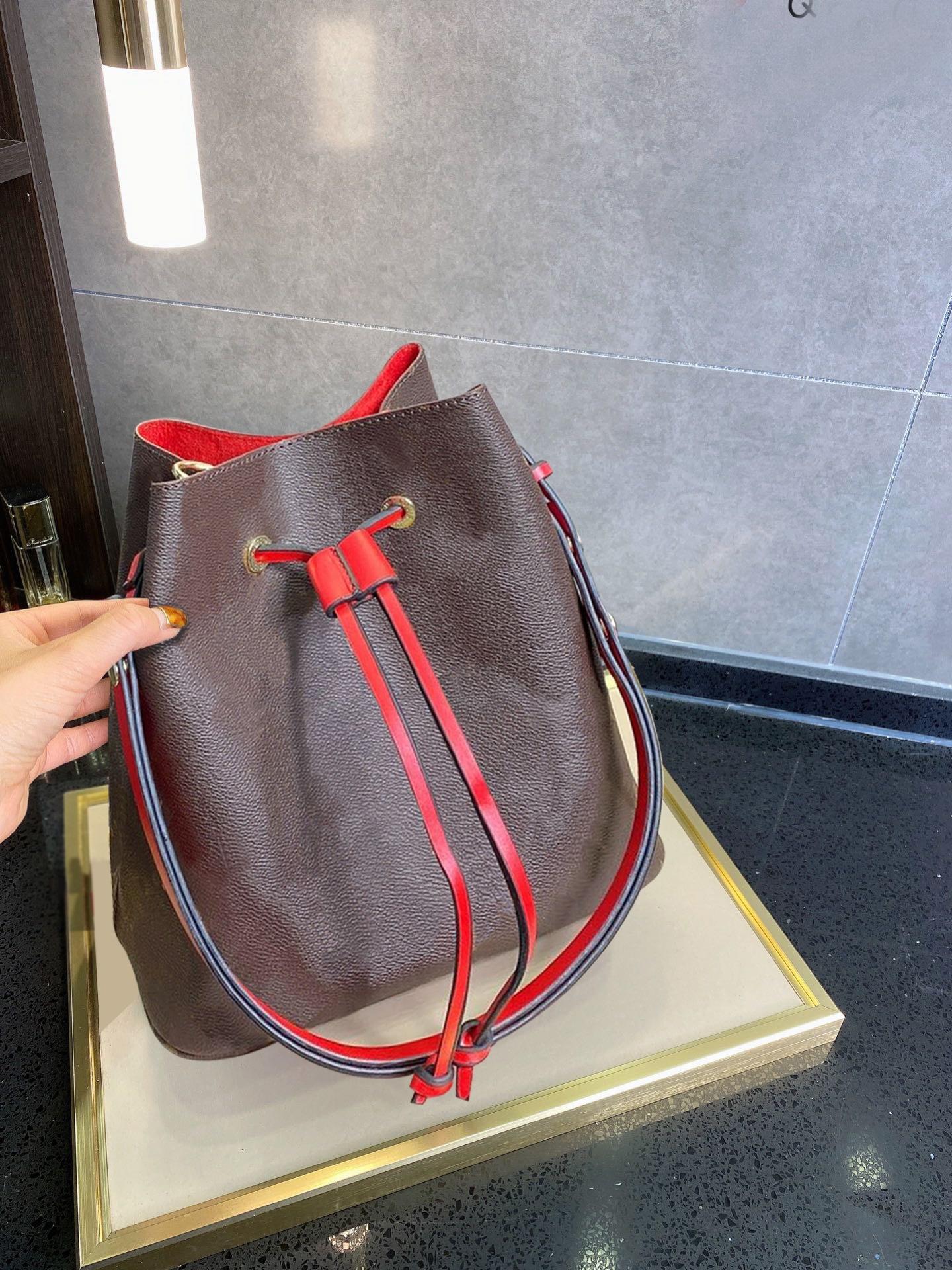 Designers de luxo Balde feminino sacos de ombro com tela de lona saco crossbody bolsas de couro genuíno Ajustável cinta nova moda sacos simétricos flor # 52