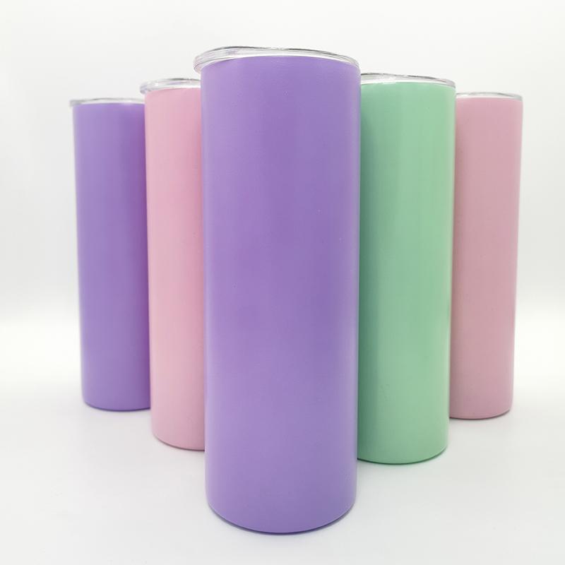 الفراغات التسامي بهلوان مزدوجة الجدار الفولاذ المقاوم للصدأ زجاجة المياه 20 أوقية نحيل التوهج مستقيم في كوب الظلام مع غطاء
