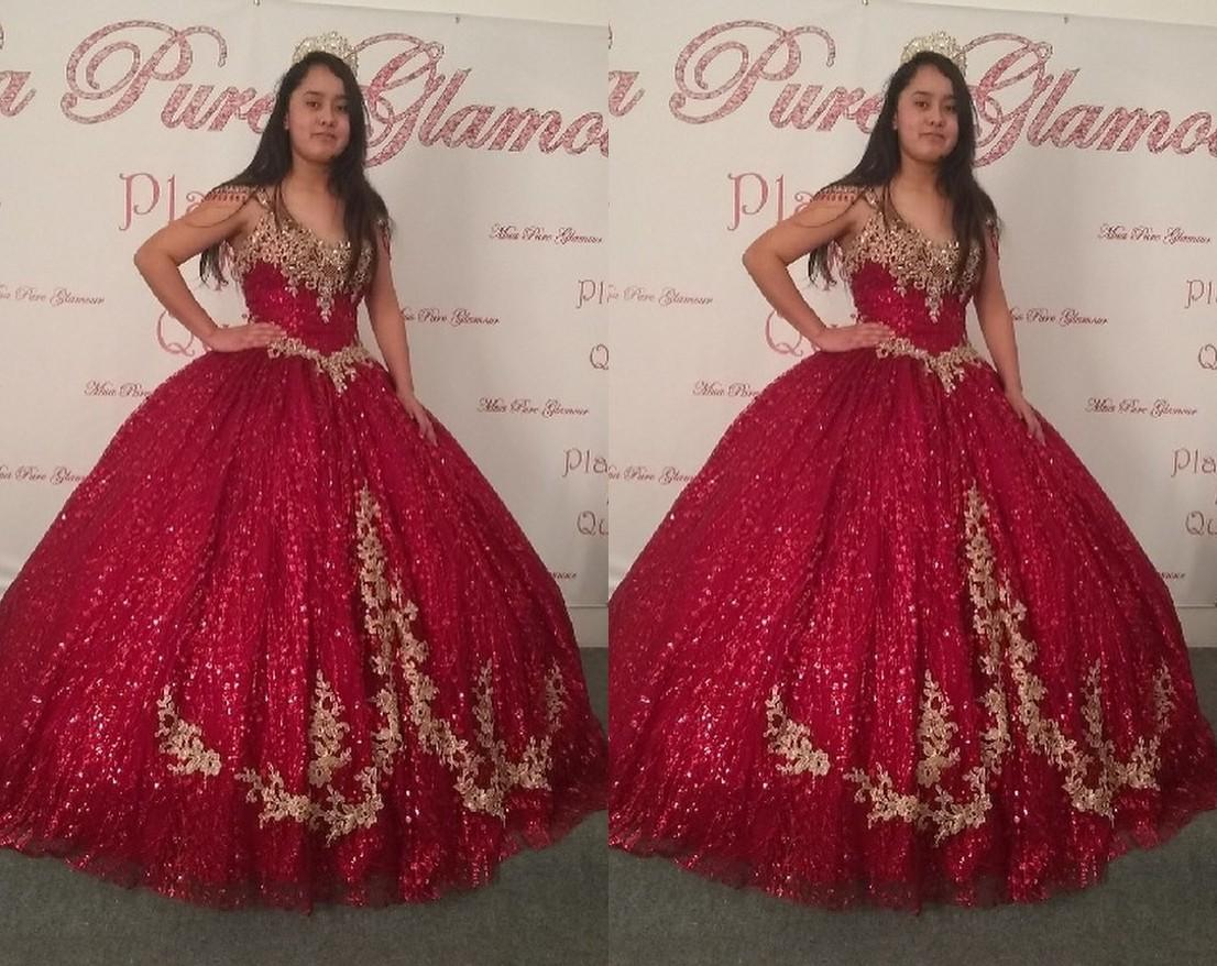 2022 Sparkly Burgundy Gold Lace Quinceanera Dresses Cap Short Sleeves Ball Gown Ruched Keyhole Back Crystal Beaded Long Sweet 15 16 Charra Prom Evening Dress