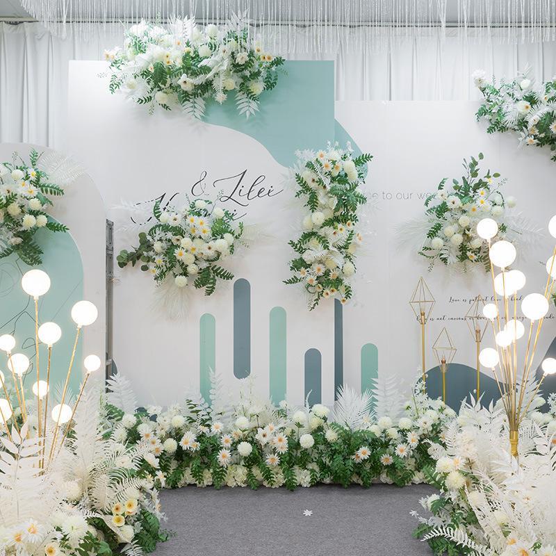 Simulation floral mariage scène arc décoration route route plomb point point de fond fleur fleur blanc fleurs artificielles couronnes décoratives
