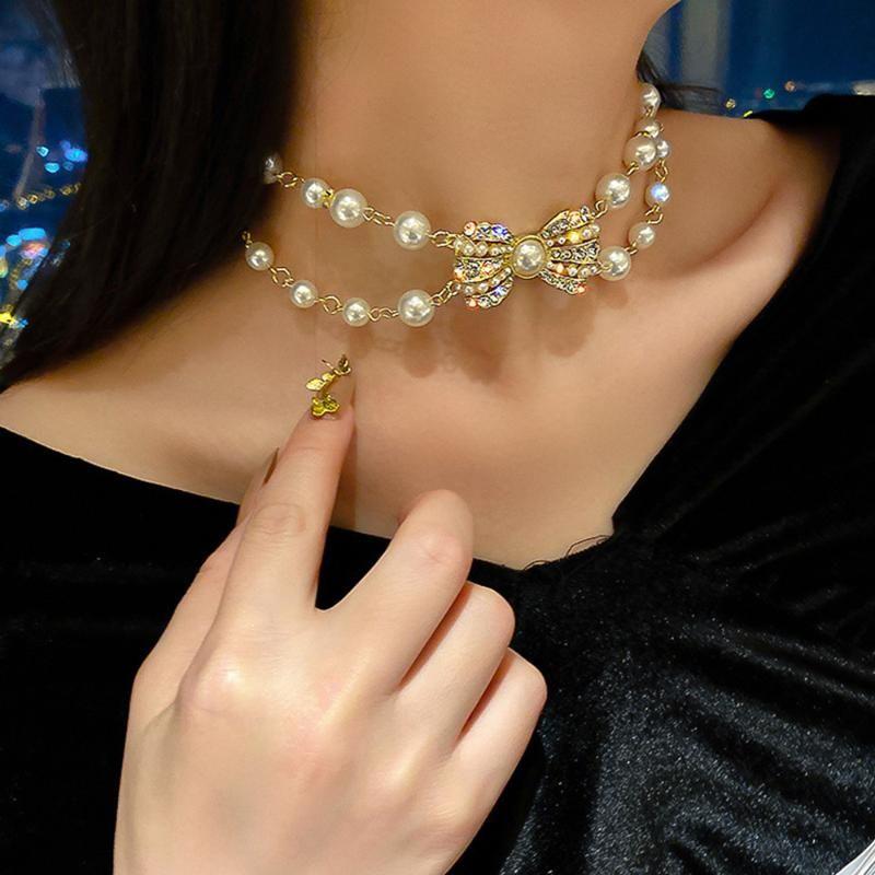 Temperamento Semplice Doppia perla Rhinestone Bow Clavicle Collana Pendente Designer per le donne Regali del collo del collo di lusso