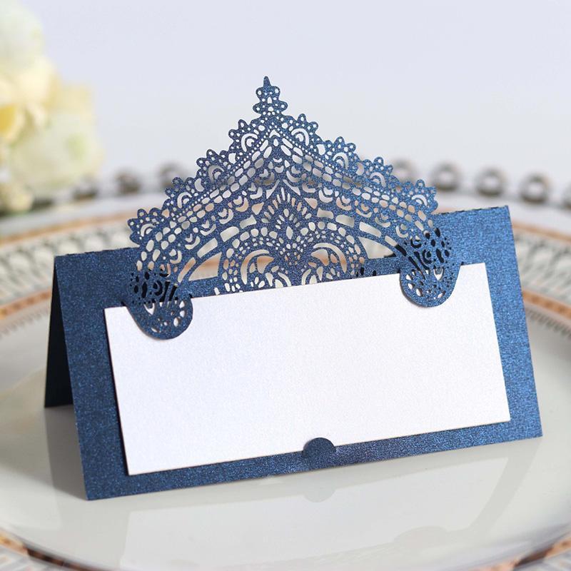 Biglietti d'auguri 50pcs Laser taglio pizzo fiore tavola del fiore Nome Place Confido Messaggio Impostazione scheda Matrimonio Decorazione della festa di compleanno