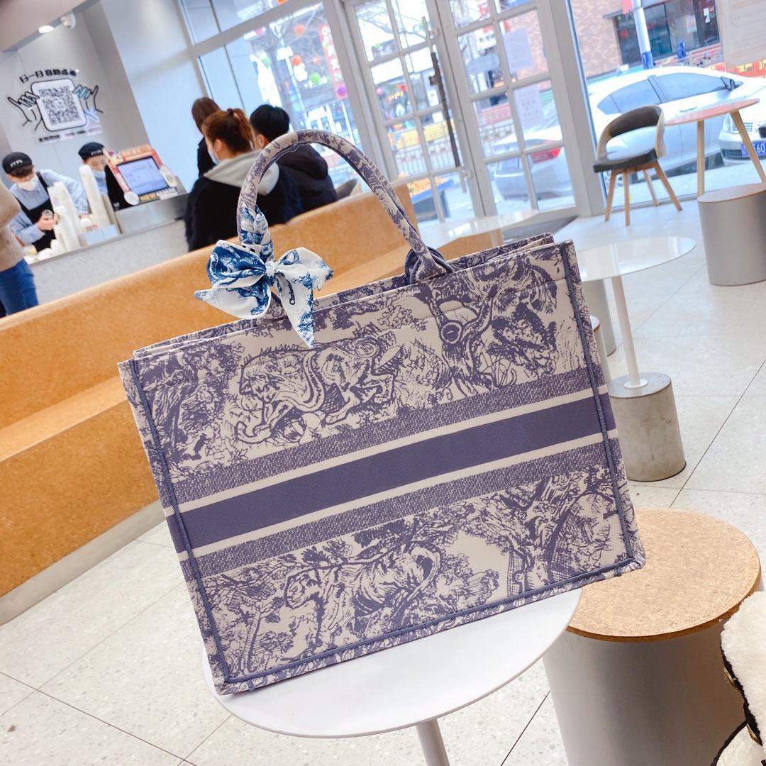Moda Totes de Luxo com Silk Sarf Bordado Tigre Padrão Grande Capacidade Grande Marca Bolsas De Compras Bolsas Handmade Dupla Face Flor Design Exclusivo Design # 13