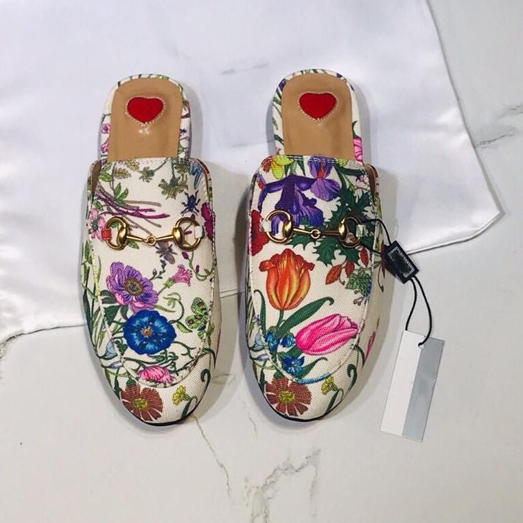 أحدث البغال رجل المتسكعون أحذية النساء برينستاون الفراء النعال الشقق سلسلة متعدد الألوان البغال 100٪ جلد طبيعي الكلاسيكية مطرزة شبشب مع مربع