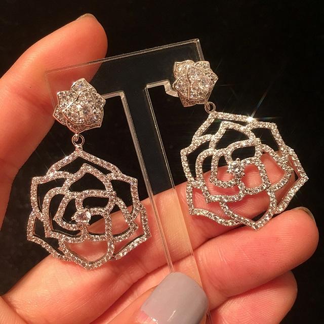 Mode de luxe Designer Super Diamants mousseux Zirconia Camellia Fleur Pendentif Flower Boucles d'oreilles pour Femmes Filles Silver Post //