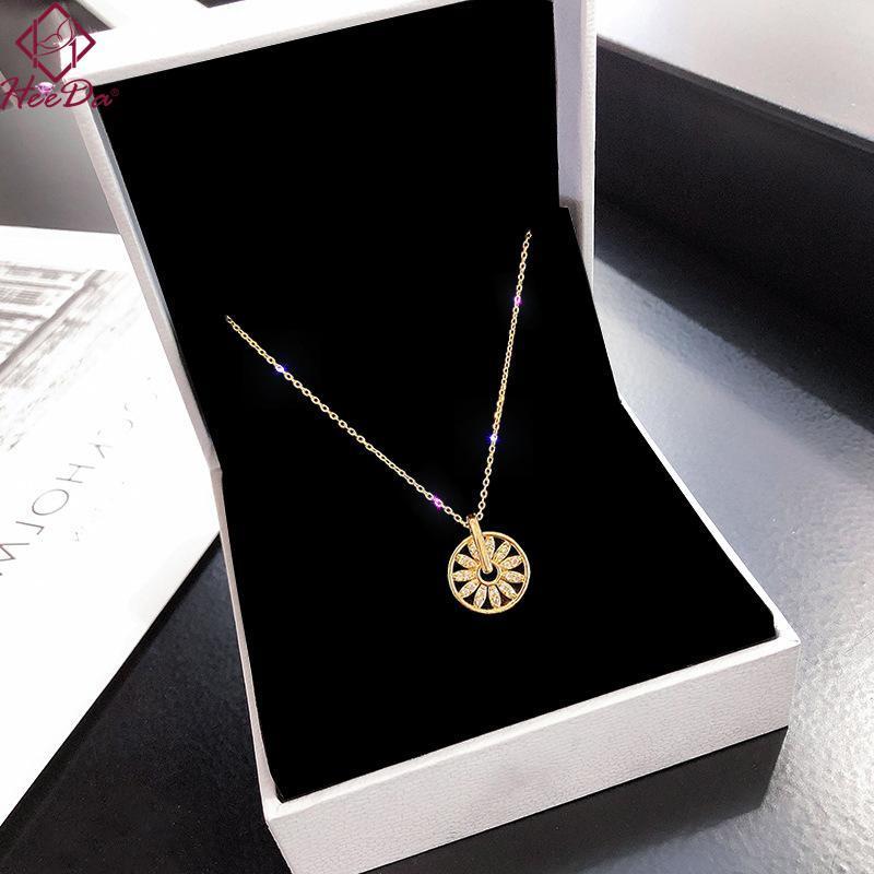 Frauen Glückliche Blume Runde Anhänger Halskette Koreanische Mode Ins Kurzer Halsketten Dame Anmutige Gold Titan Stahl Bijoux