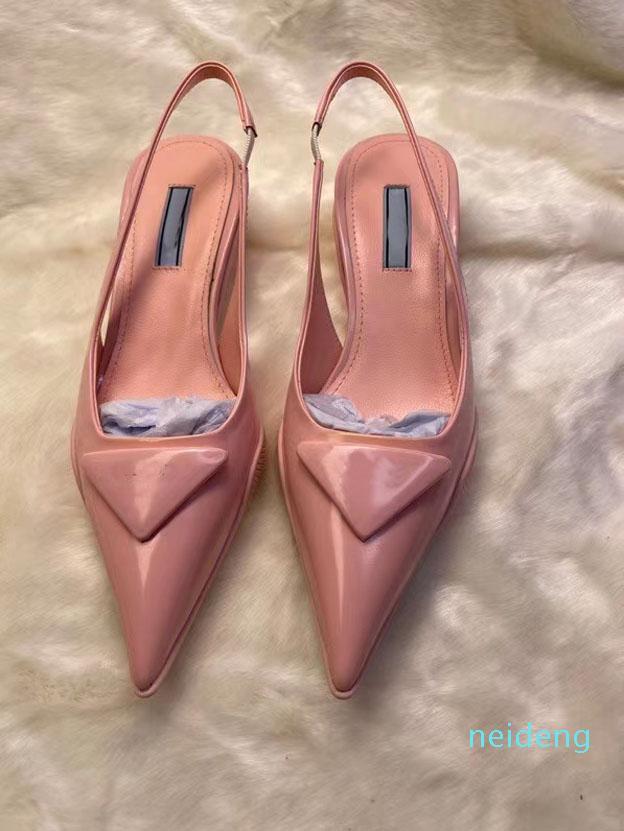 2021 Alta Qualidade Sandálias Femininas Designer Sapatos Moda Pintura Pintura de Couro Real Viagem De Viagem Strap Cobra Bottom Salto Médio 3cm Triângulo
