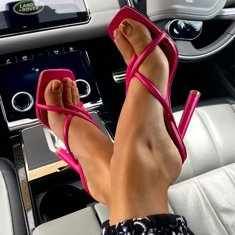 Flip chanclas de mujer Mujeres estrechas de banda zapatillas más tamaño mujer sexy delgado tacón alto 2021 verano damas resbalones punta bombas zapatos femeninos