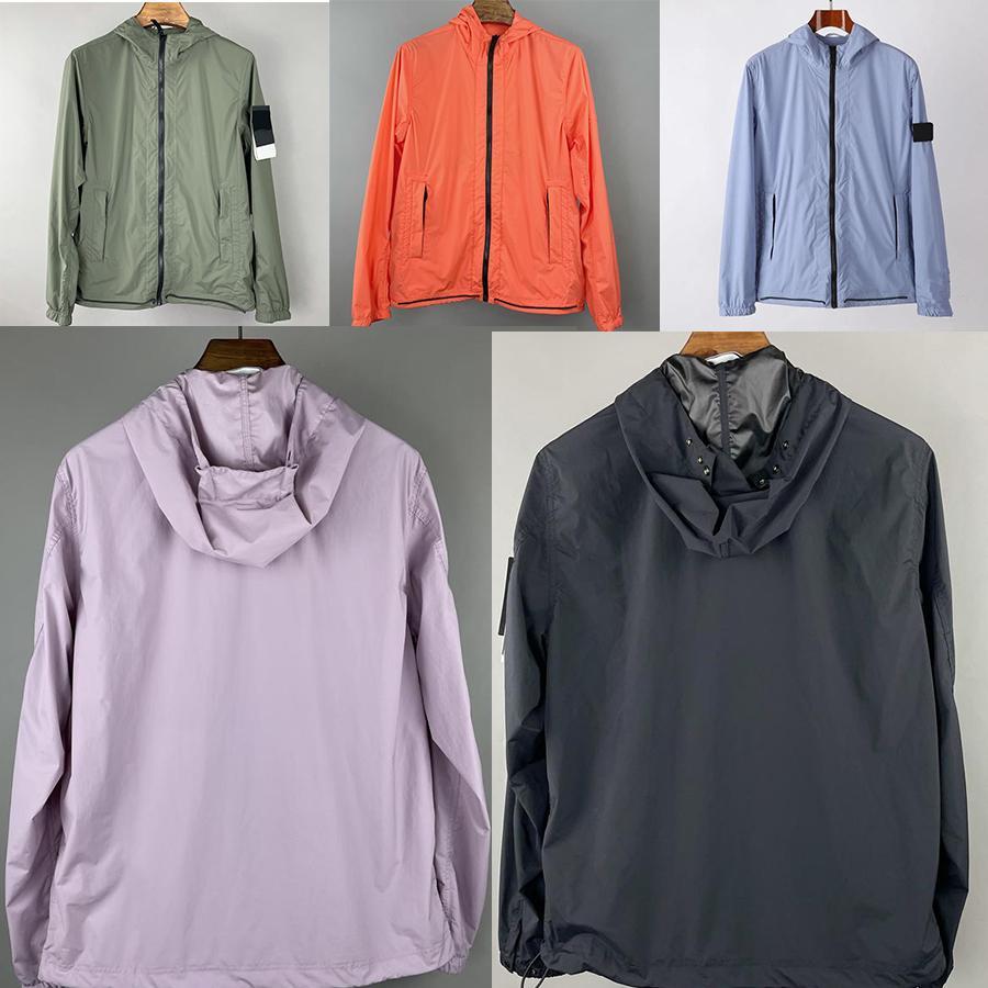 여름 태양 빛 후드 자켓 캐주얼 간단한 남자 여성들의 품질 배지 연인을위한 썬 스크린 옷 패션 남자 청소년 코트 지퍼 까마귀 돌 윈드 브레이커 자켓