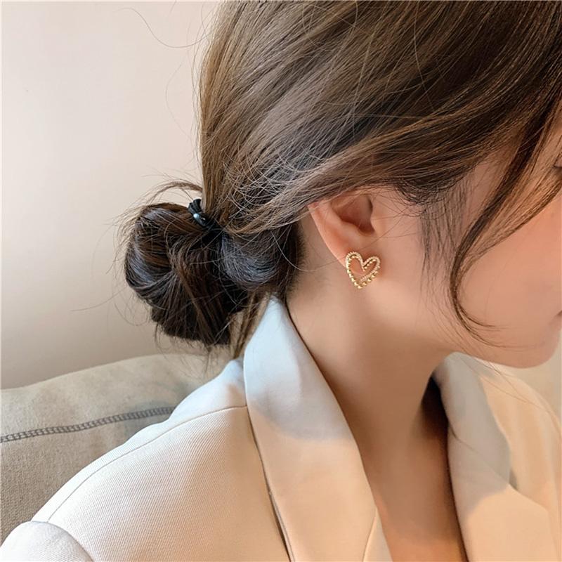 Hoop 925 Sterling Silver Aguja Moda Amor Ear Stud Simple Heart Enojado Pequeños Pendientes de Metal para Mujeres