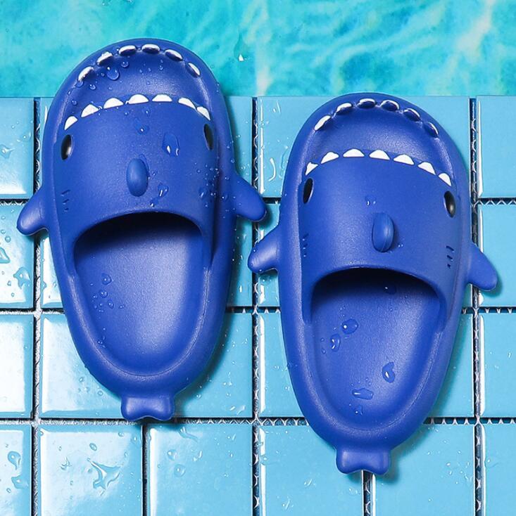 WWE5585 EVA köpekbalığı sandalet çocuk terlik yaz ev mobilya ebeveyn-çocuk kaymaz yumuşak alt bebek plaj terlik 15 cm-22 cm