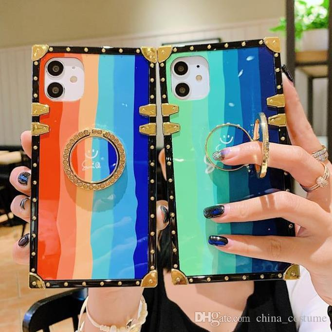 2021 Caja de teléfono creativo Smiley Face Rainbow Gradient Color Rhinestone Soporte para iPhone 6S 7 8 XR XS 11 12 Pro max