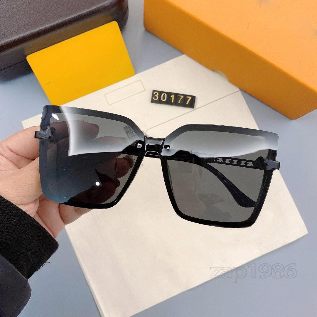 En Kaliteli 30177 Erkek Ve Kadın Güneş Gözlüğü Moda Stil UV400 Lens Gözleri Korumak