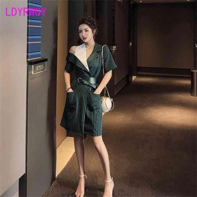 Sommer Koreanische Mode Undichte Schulter Streifen Nähte Gefälschte Zwei Taille Kleid Polyester Büro Lady 210603