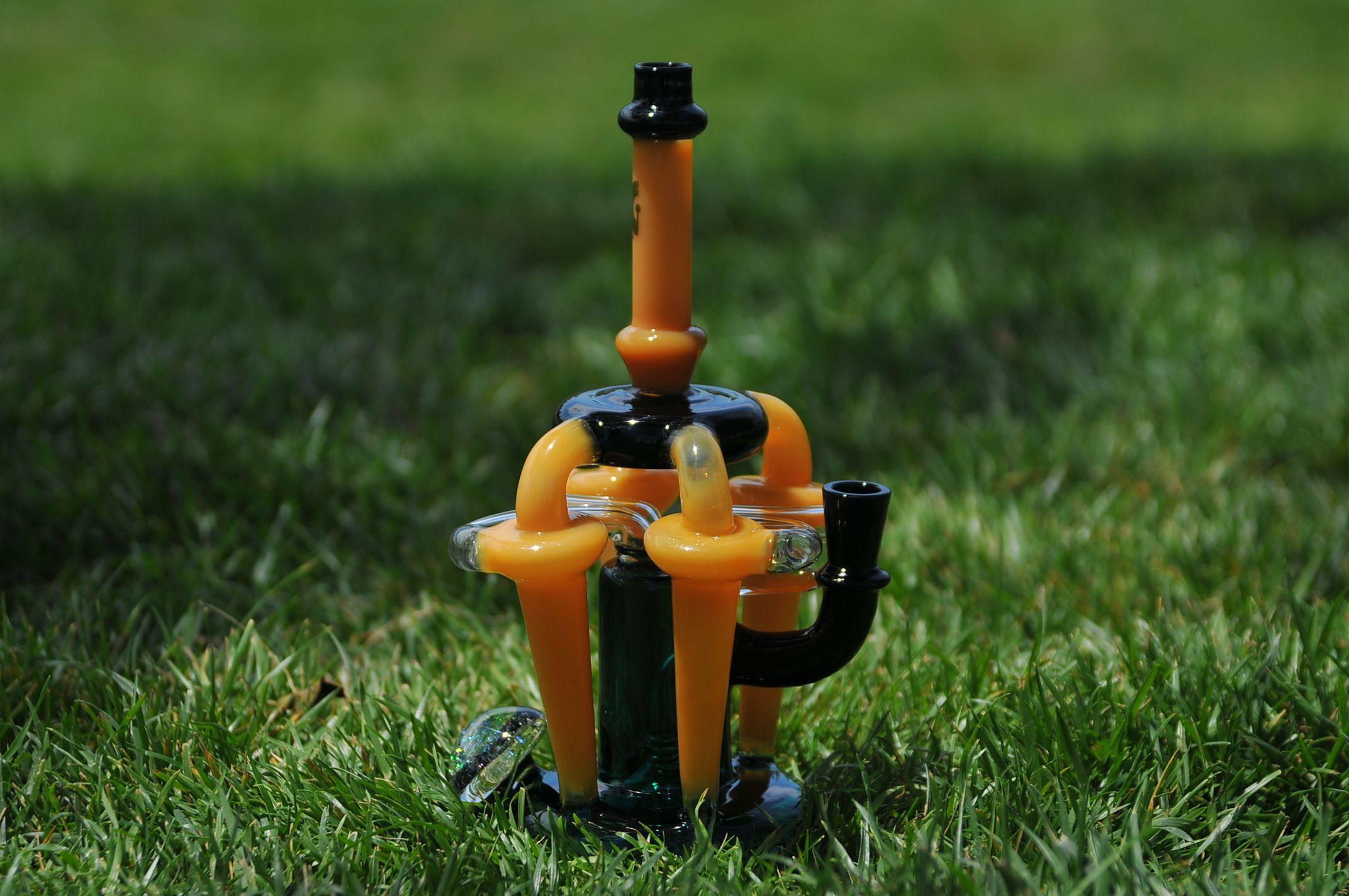 꿀벌 봉 / 물 담뱃대 / EMS 안전하고 빠른 배달 / 화려한 물 필터링 효과 / 탁월한 흡연 경험 / 4 개의 내부 재활용 챔버 / 14mm DAB 굴착기