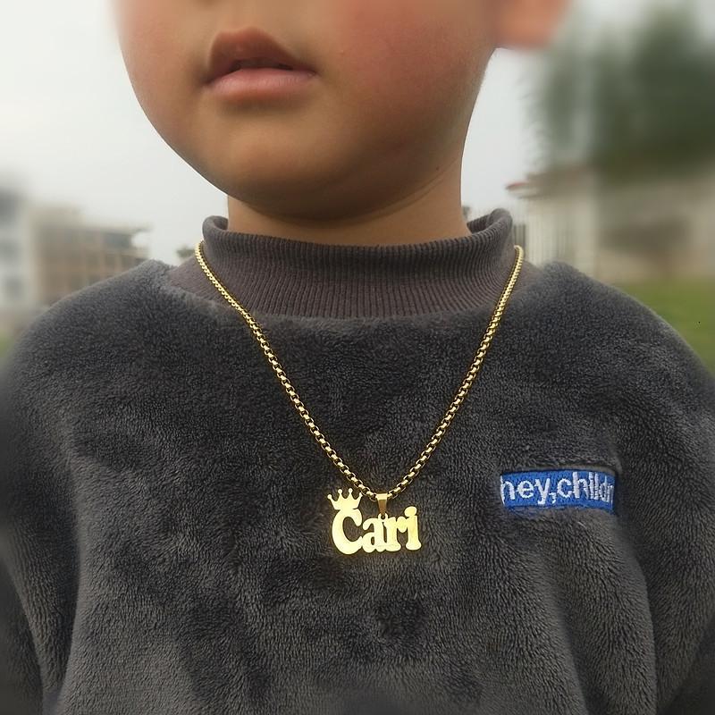 Acero Nombre personalizado Nombre de la corona de acero inoxidable Joyería de moda Charm Cadena personalizada Collar para mujeres Hombres BirthDA