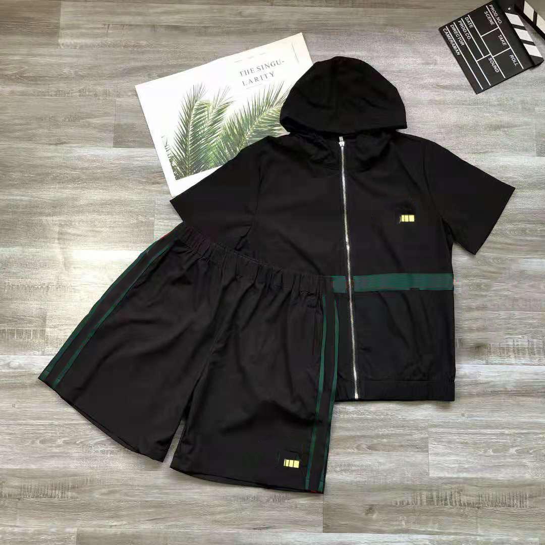 Mens Tracksuit 두 조각은 짧은 소매와 스트라이프 편지 패션 스타일 봄 여름 outwear 스포츠 세트 티셔츠 슈트
