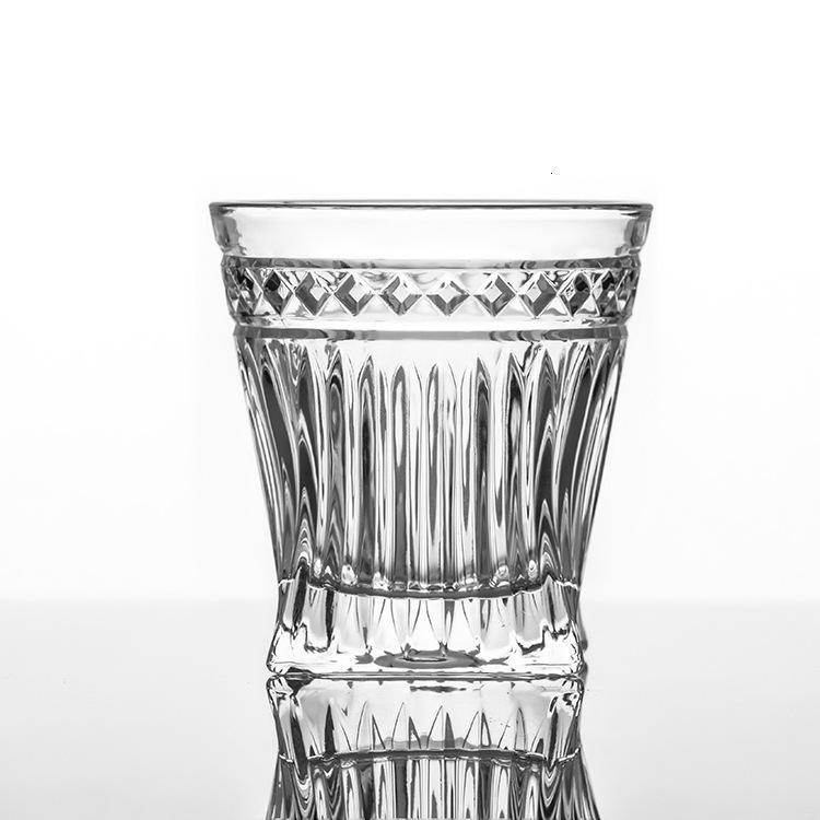 Vidro de água de cristal de suco de frutas estranhas com garrafa de uísque