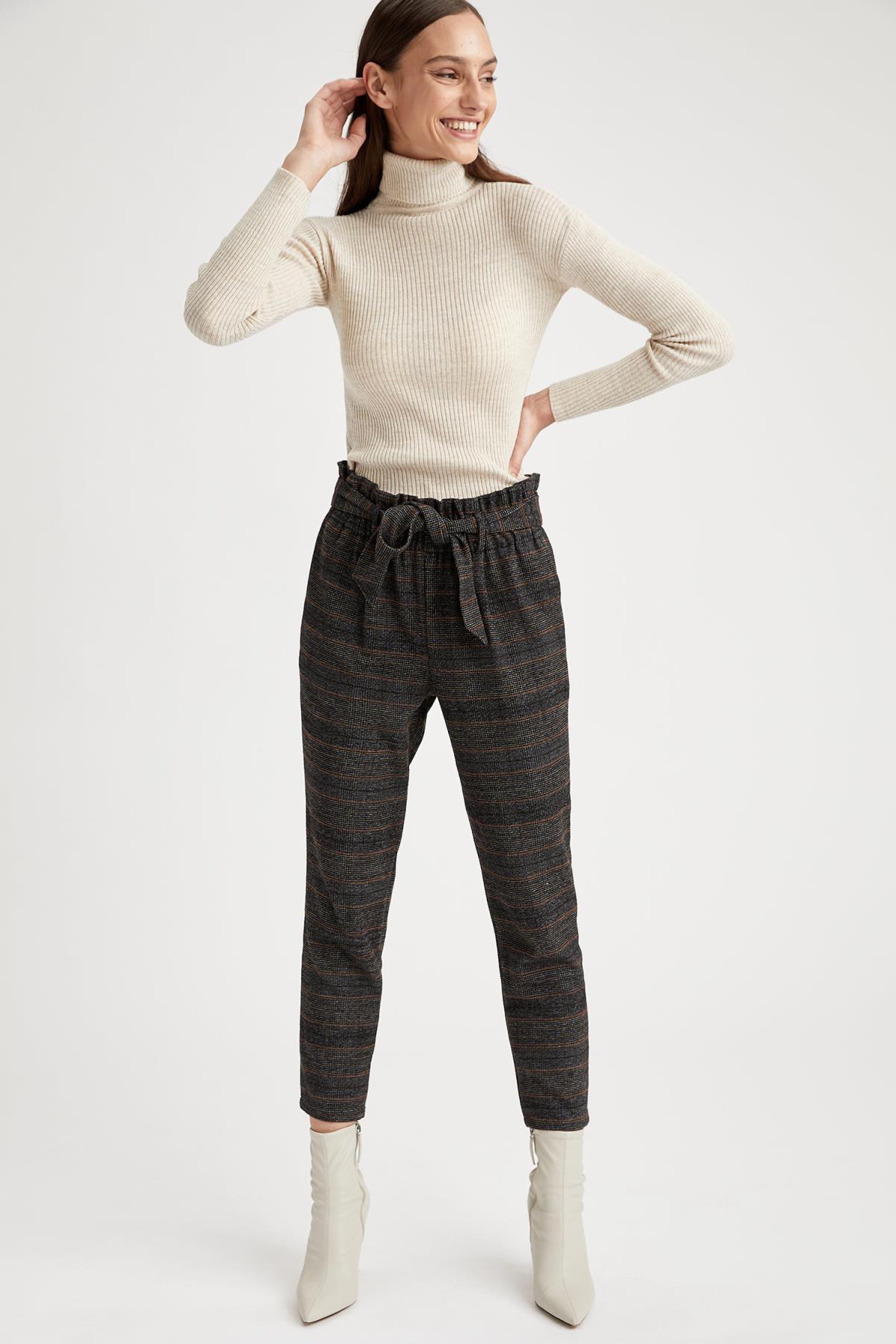 Winter Woman Calças de fundo Calças de Cenoura Tecido Forma Casual Moda Nova temporada
