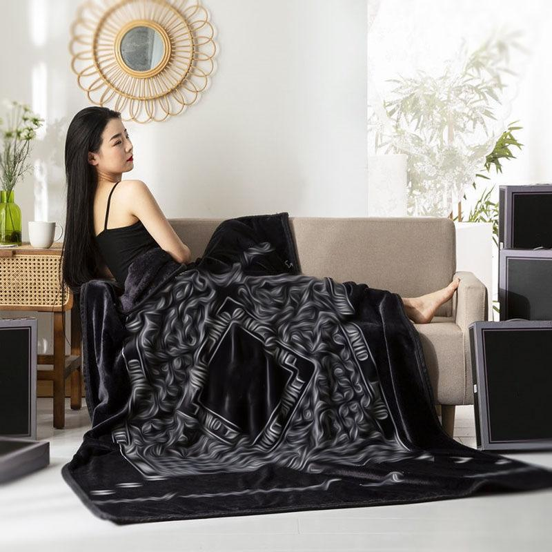 Luxurious Sofa Car Air Condition Blanket Warm Portable Couple Covers Beach High Quality Fashion Blankets Gift box