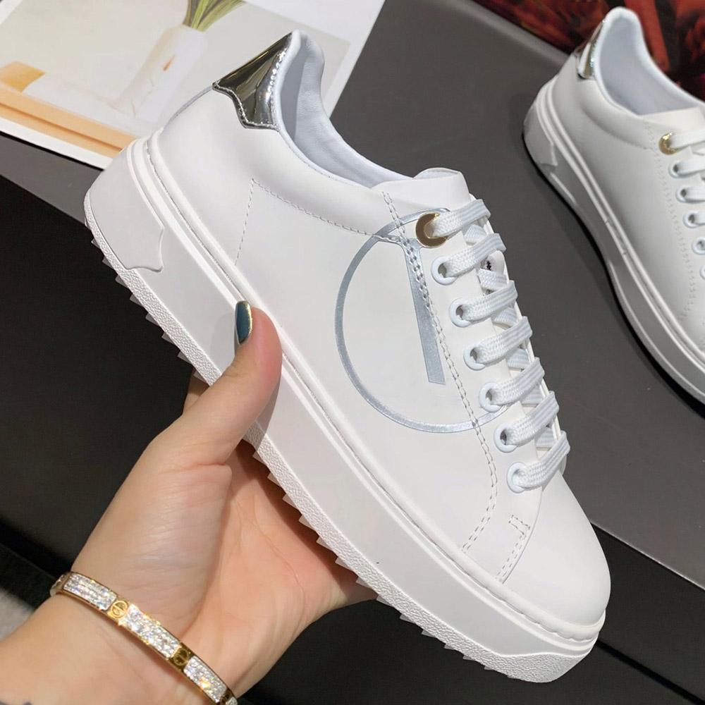 Design de luxo branco mulheres casuais sapatos coloridos letra impressão lisa sneakers clássico Senhoras ao ar livre Sapatilhas