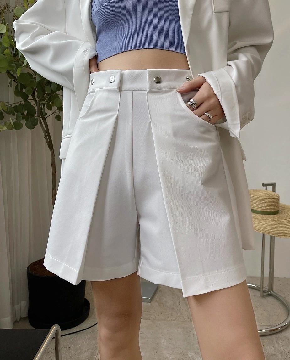 2021Summer European and American bloggers fashion capris high-waisted suit in trousers wide legs loose casual shorts show thin women
