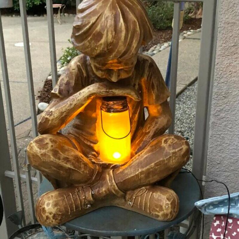 Glimps da estátua do menino do deus ornamento da resina da decoração do jardim da páscoa com luz solar da luz 210318