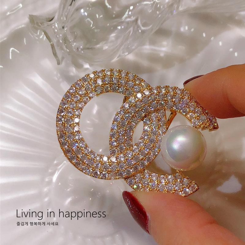 Broches hautes Sens de la lumière de luxe Perlond Perlond Petit parfum Broche Femme Elégante Zircon Costume haut de gamme Boucle à boucle