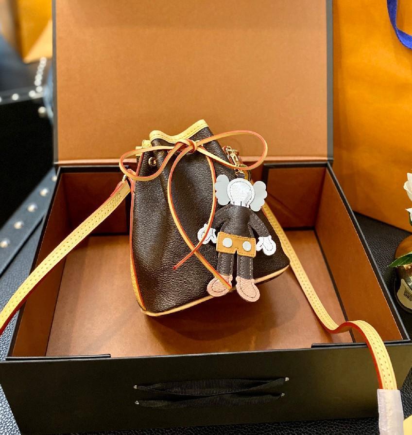 Mini Kova Çanta Moda Tasarımcısı Stil Mektup Anahtarlık Kolye Kadın Straddle Omuz Çantaları Yüksek Kalite Cüzdan WF2103181