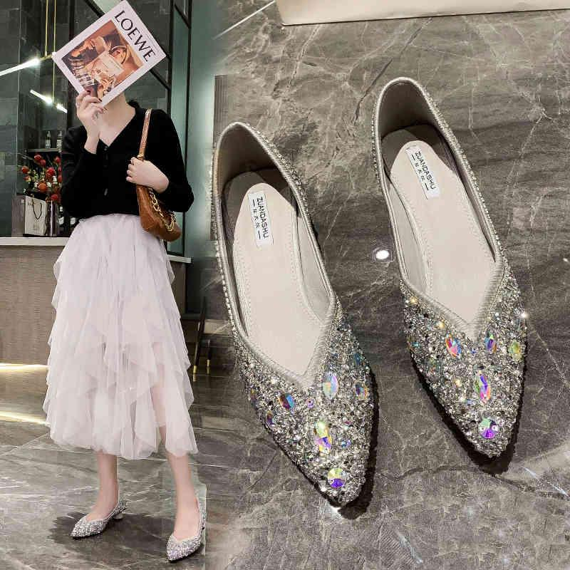 Sandalias puntiagudas de diamantes de imitación salvajes de tacón bajo otoño 2021 banquete moda femenina boca baja boca zapatos de boda
