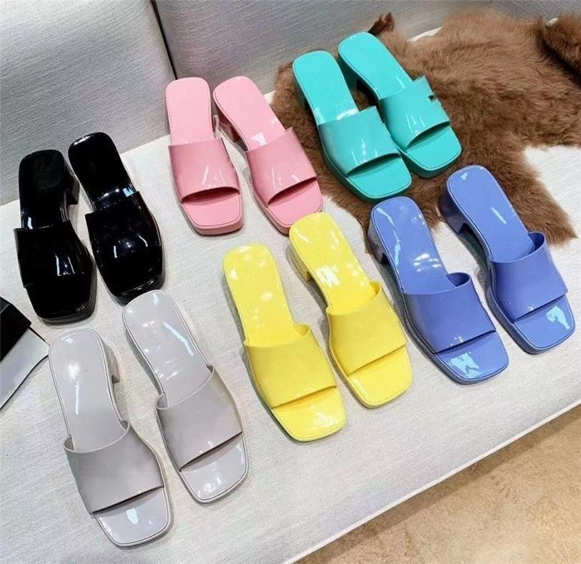 Top Calidad al por mayor Marca mujer Slipper Designer Lady Sandals Summer Jelly Slide Talne de talón Zapatos de lujo Casual Zapatos para mujer Alfabeto de cuero Zapato de playa