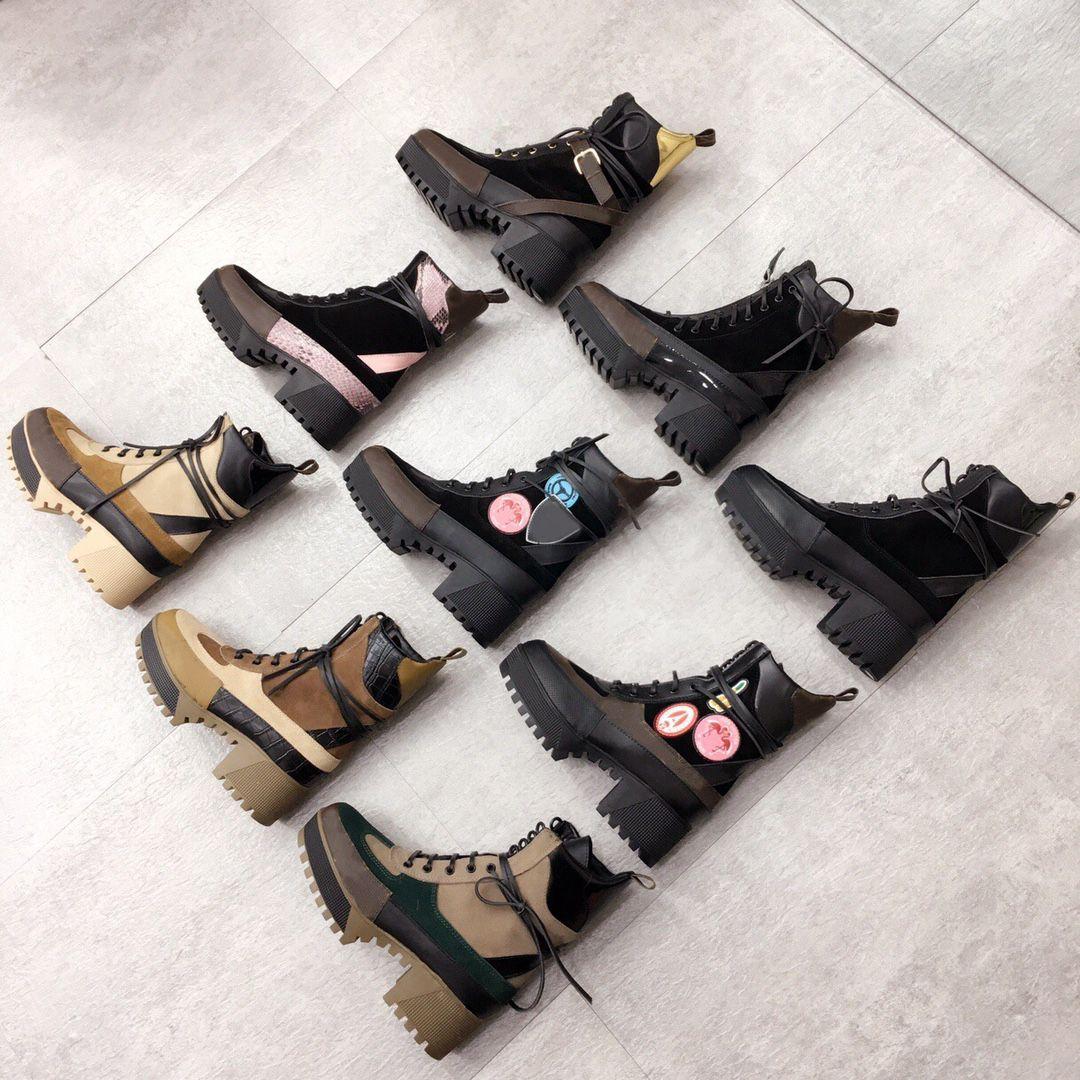 العلامة التجارية الفاخرة مصمم جلد النساء الأحذية مارتن الصحراء التمهيد فلامنغوس الحب السهم ميدالية 100٪ حقيقي الجلود الخشنة الشتاء المصممين الأحذية مع مربع حجم 35-42