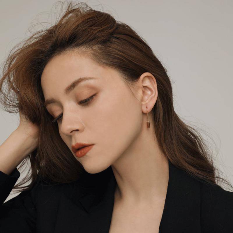 Kore Charm Sevimli Kilit Hoop Küpe Kadınlar Kızlar için Altın Renk Basit Küçük Güvenlik Pin Trendy Bildirimi Bijoux Huggie