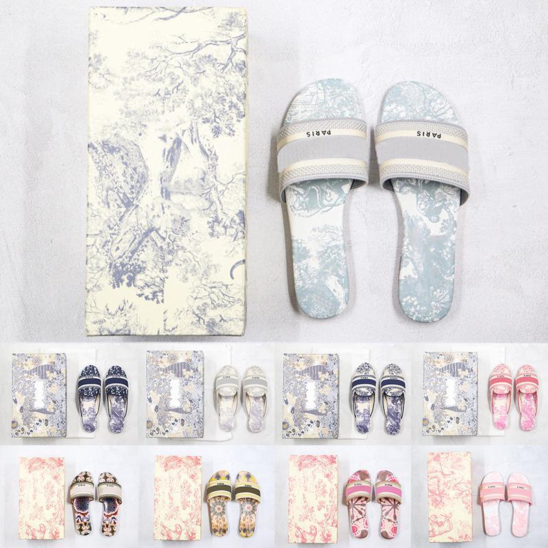 [Kutusu ile] Tercihli 2021 Tasarımcı Deri Kadın Terlik Sandalet Denim Yaz Düz Açık Plaj Bayanlar Gökkuşağı Yazı