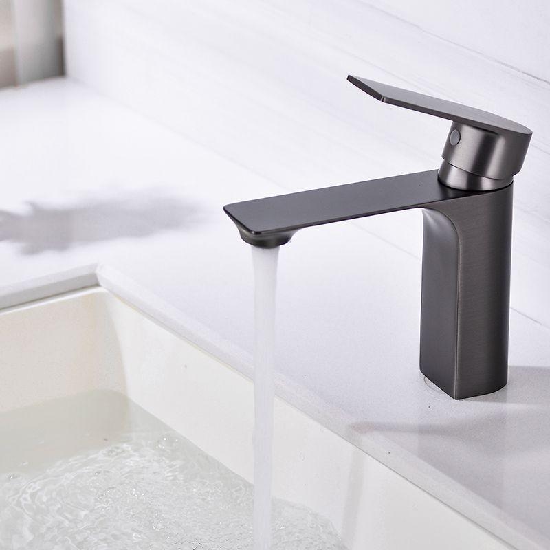 Baño Vanity Buques Faucet Lavabo Mezclador de lavabo Agua Fregadero Grifo, Palanca de una sola palanca Monoblock Chrome de latón macizo para baño y baño