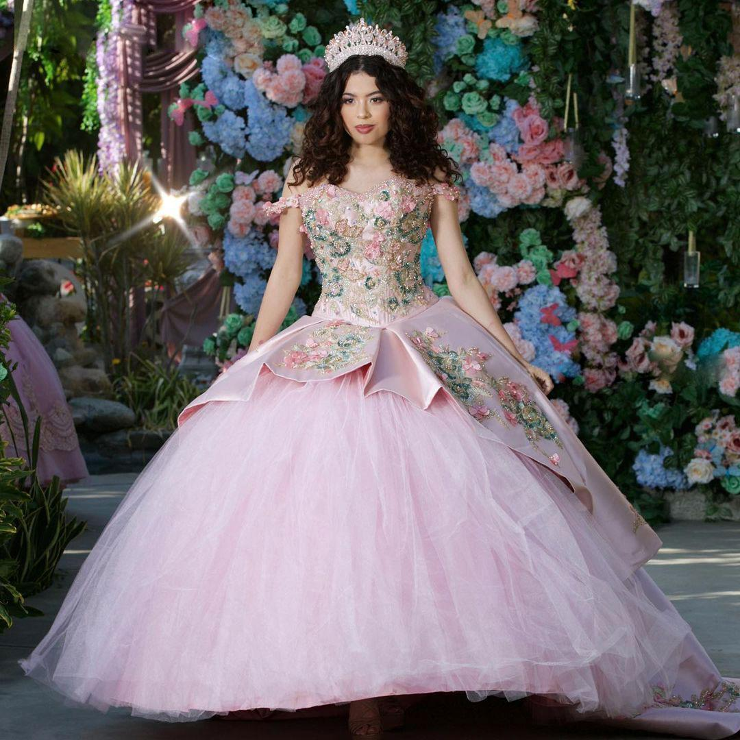 Light Pink Beaded Ball Gown Quinceanera Dresses Sequined Off The Shoulder Prom Gowns Appliqued Sweep Train Satin Sweet 15 Masquerade Dress