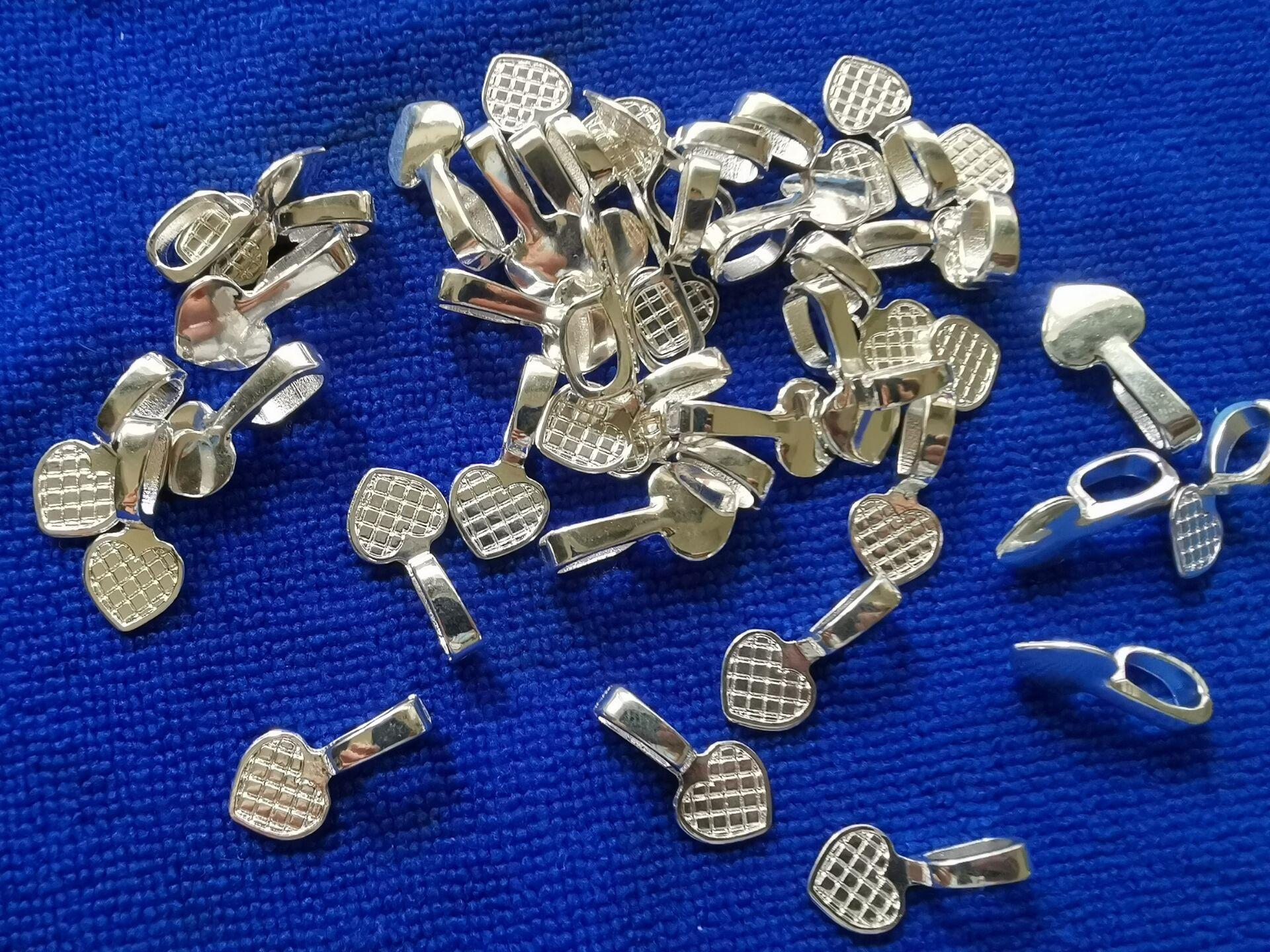 200PCS silverpläterad metalllim på borrhjärta CHARM Pendant Blanks Cabochon Inställningar A11586SP för smycken