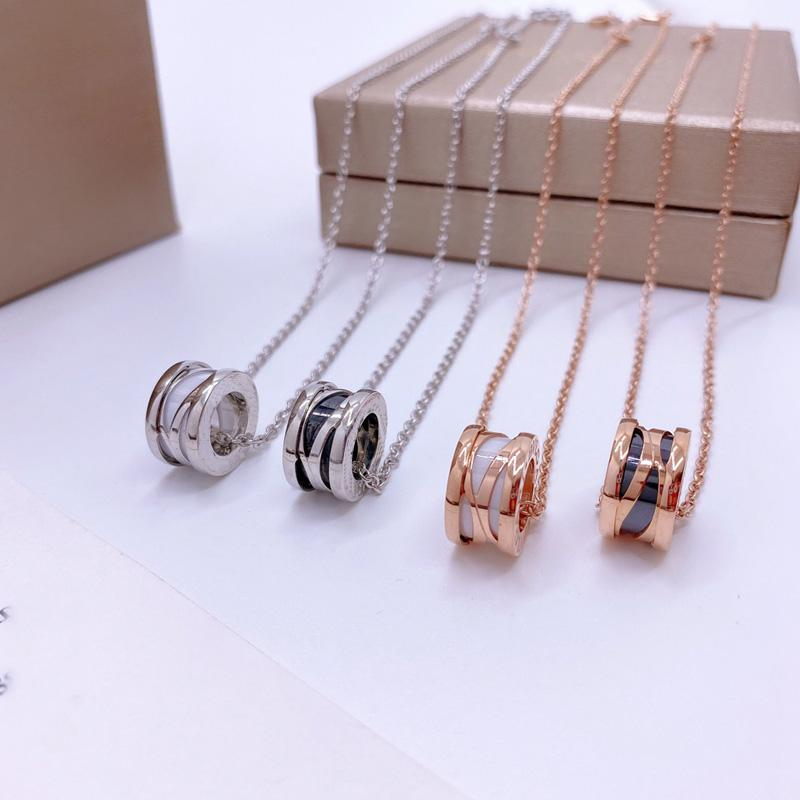 Colliers de bijoux de créateurs Rose Gold Silver Steel Inox Luxe Simple Croix Motif Buckle Love Collierwomen Mens Bracelets Marque De Bracelets