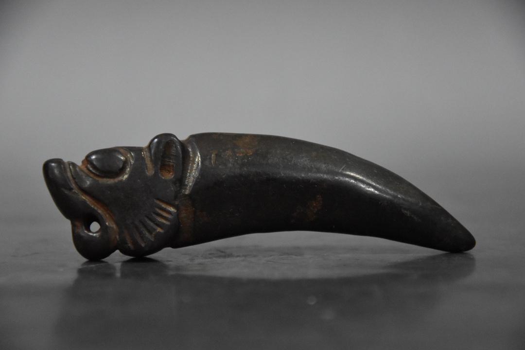 التبت هونغشان الثقافة النيازك الطبيعية الأسنان تماثيل التميمة والتمحيل جمع المعلقات الملحقات ديكور المنزل هدية