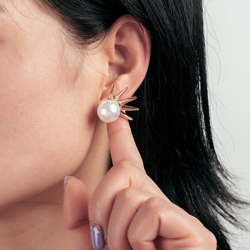Design Bijoux Nouveau Personnalité Punk Punk Street Perle Street Polyvalent Mode Boucles d'oreilles pour femmes
