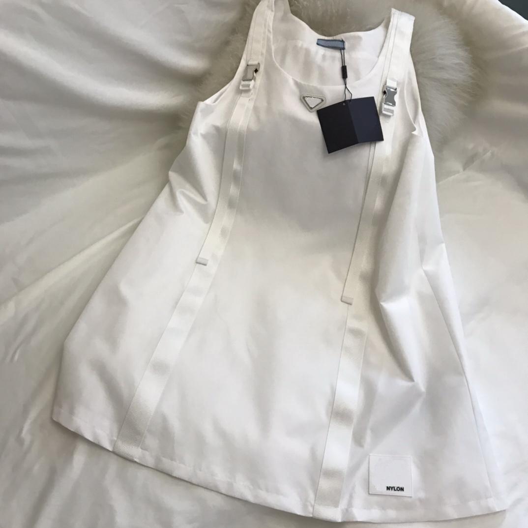 2021 primavera verão mulheres vestido de desenhador de alta qualidade moda de manga curta saia 8 modelos diferentes re nylon material com sacos