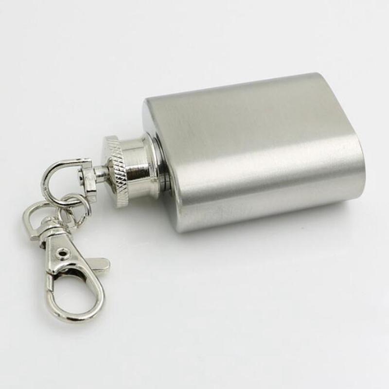 Mini matraz de cadera de acero inoxidable 1oz con llavero Partido portátil Botella de vino al aire libre con llavero