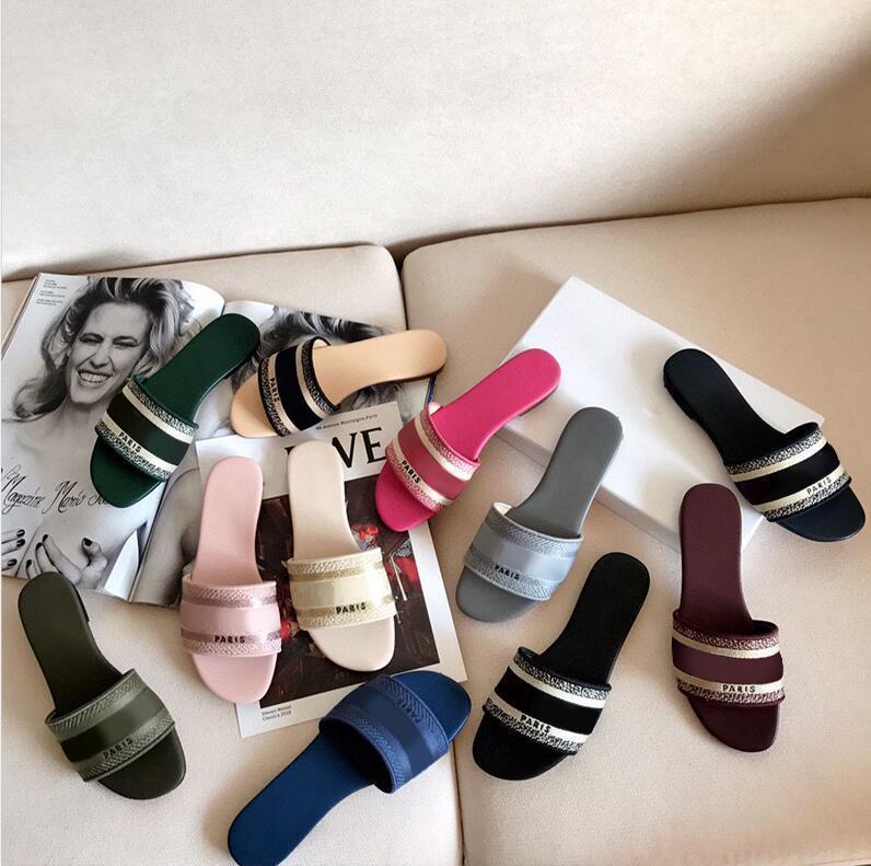 Con diseñadores de cajas Mujer Sandalias Sandalias Zapatillas Suela de goma Algodón Bordado Flip-champas Simple Summer Slipper Slipper Top Calidad Variedad de tamaños de colores 35-42