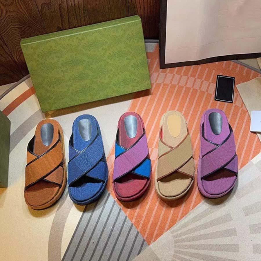 Femmes de haute qualité Sandals en caoutchouc Sandales Slipper Beach Slide Slip Scuffs Scuffs Pantoufles Chaussures d'intérieur Taille EUR 35-40 avec boîte à chaussures02 01