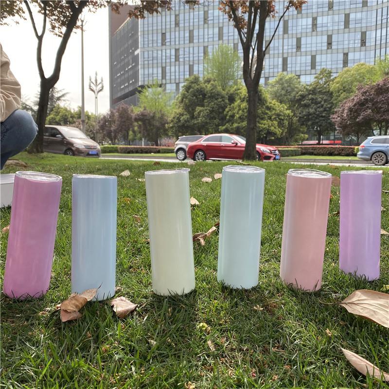 20 أوقية التسامي مستقيم بهلوان الأشعة فوق البنفسجية تغيير لون البهلوانات 2-طبقة فراغ معزول زجاجة مياه مع غطاء والقش