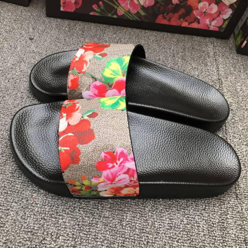 Мужчины женщин тапочки дизайнер резиновые скольжения сандалии плоские цветы клубника тигр пчелы зеленый красный белый веб мода обувь пляж флип флопс цветочный ящик 35-45