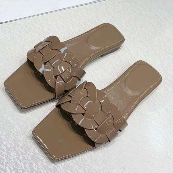 2021 Yaz Ayakkabı Moda Düz Topuk Sandalet Serin Terlik Rahat Ayakkabılar Streetwear Bayanlar Düz Terlik Kapalı ve Açık 34-42