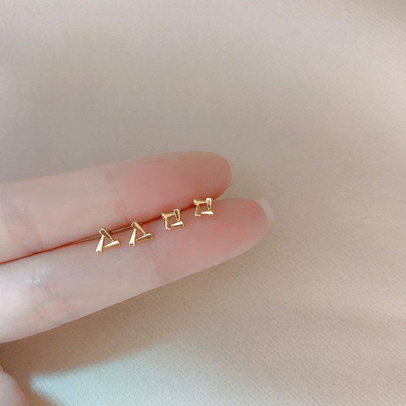 مجوهرات كرلي القلب الصغيرة، شكل مثلث الدورية هندسي مزين بالرياح الباردة، مزاجه ins، مصغرة مربعة الأذن العظام ترصيع