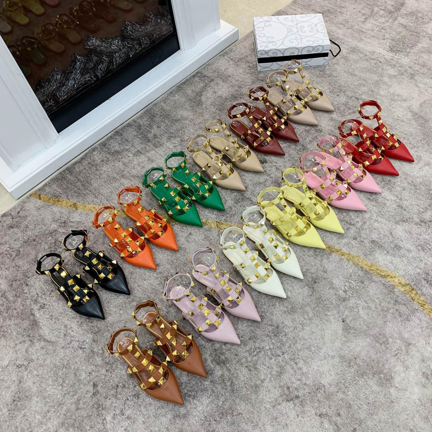 2021 Kadın Sandalet Sandales Gökleri Düğün Ayakkabı Çıplak Moda Ayak Bileği Sapanlar Perçinler Sandal Seksi Düz Topuklu Gelin Ayakkabı